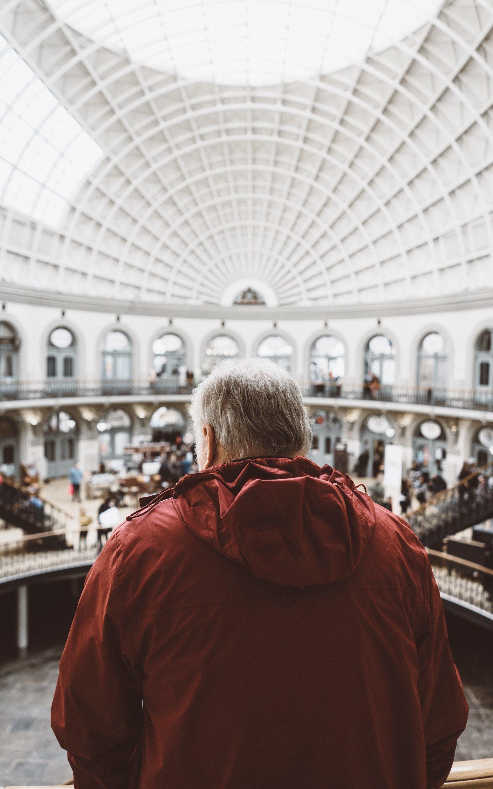 Człowiek na tle rynku
