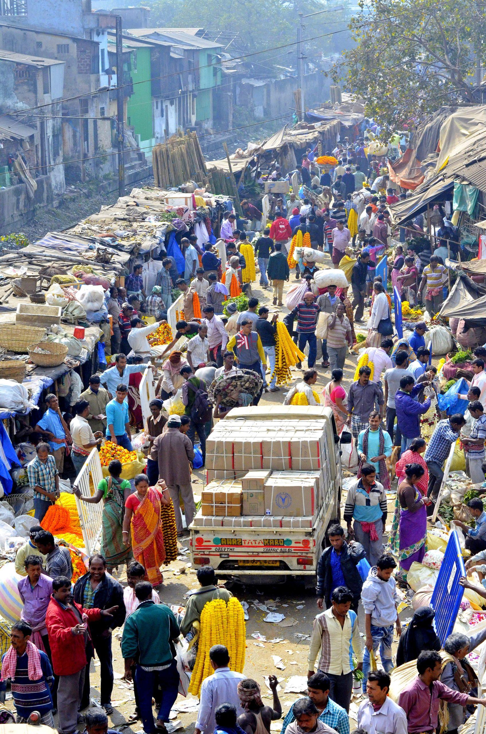 Masa ludzi - stragan w Indiach